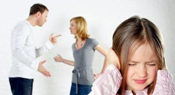 Aile-ici-kavgalar-cocuklarin-psikolojisini-bosanmadan-daha-cok-etkiliyor--5496